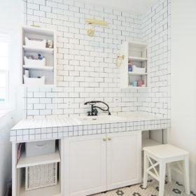 お気に入りのタイルで造るアメリカンテイストの洗面台。おしゃれな水栓は施主支給の品。